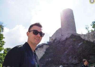 Kuba Kaźmierczyk i wieża :-) (Jura 2018 fot. Grzegorz Maciąg)