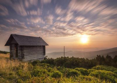 chociaż nie jest łatwo to jednak czasem warto jest wstać na wschód słońca ( warsztaty na Hali Szrenickiej 2015, fot. Marcin Dobas)
